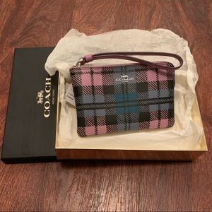 👜ADORABLE COACH WRISTLET WITH PLAID PRINT👜